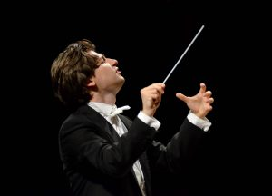 09_Daniele Rustioni conducting (Photo Cofano) HD