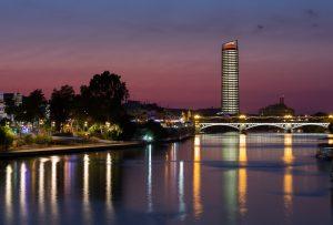 Eurostars Torre Sevilla_exteriores_noche
